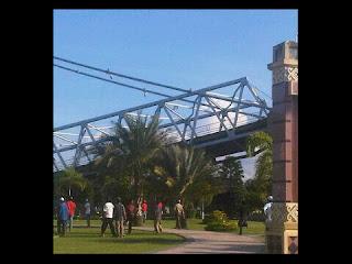 Video dan berita runtuhnya jembatan kutai kaltim terbaru