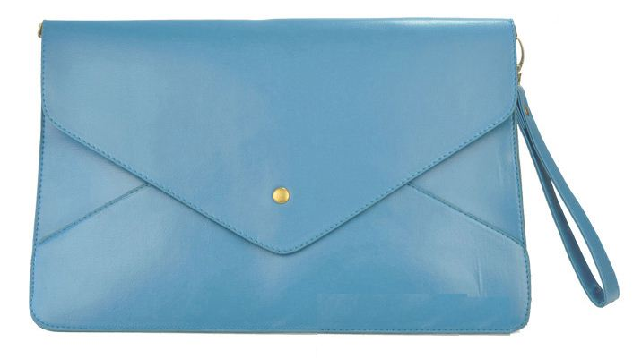 CUTE LITTLE STRAWBERRIES: Envelope Clutch