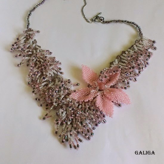fur beaded necklace with flower