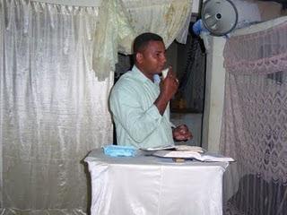 EL PRIMER PREDICADOR INVITADO EN LA CÉLULA DE EVANGELIZACIÓN 2009