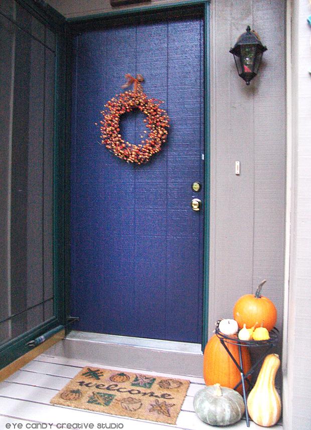 decorating front porch, fall outdoor decor, pumpkins, front door makeover