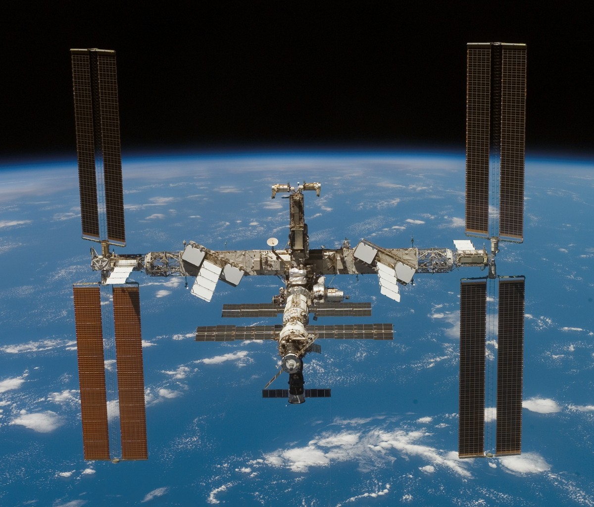 http://1.bp.blogspot.com/-VFiBu3WngnM/T6uUIhGjCBI/AAAAAAAACjk/p_O8Ynmuf7Q/s1600/TabletPC-iss-international-space-station-1200x1024.jpg