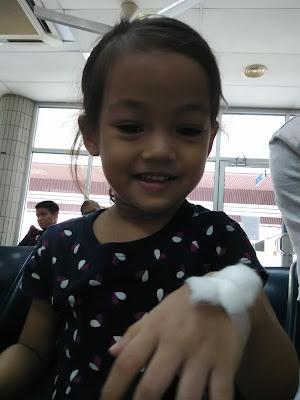 Cik puteri, kanak kanak ujian darah, tenang ketika ambil darah, pemeriksaan darah,