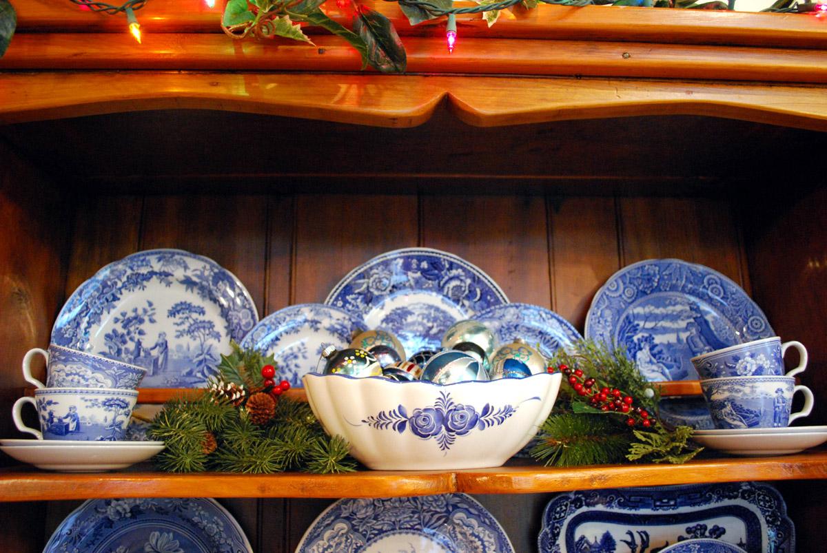 blue Christmas bulbs, blue dishes