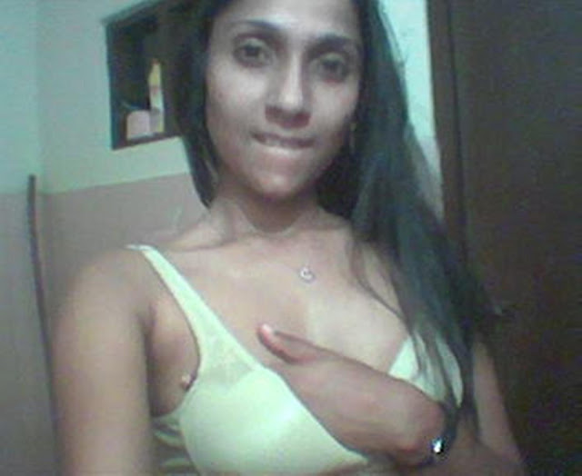 Sri Lankan Hot Girl Stripping Her Clothes And Starts Playing Self