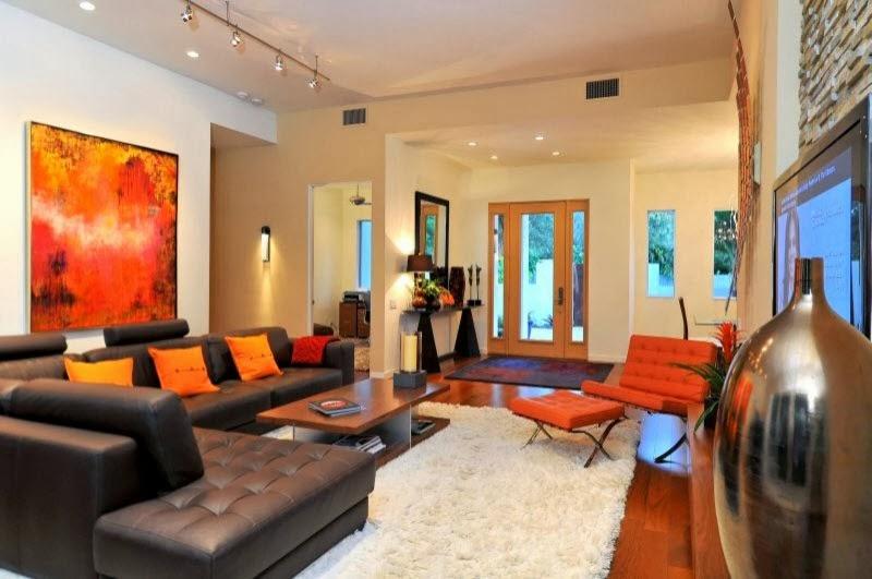 ruang keluarga dengan sentuhan warna orange majalah rumah
