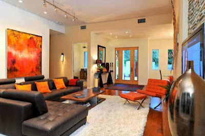 Ruang keluarga Dengan Sentuhan Warna Orange 6
