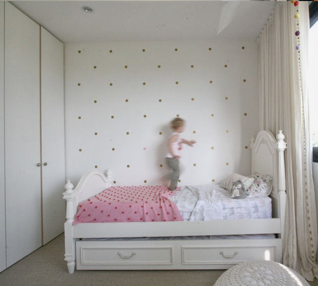 build house home: miss j's room gets a polka dot update