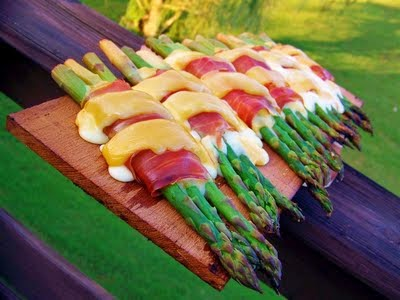 Planked Cheese & Prosciutto Asparagus Bundles