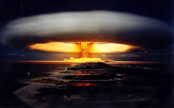 القنبلة المغناطيسية أو النبضة كهرومغناطيسية (Electromagnetic pulse bomb) سلاح النبضة الكهرومغناطيسية: السبب الحقيقي لخوف أمريكا من كوريا الشمالية!