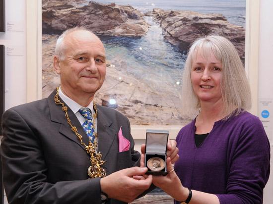 President Andy Wood presenting Turner Medal to Deborah Walker RI 2015