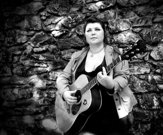 Cathy Jewson: singer songwriter from Ludchurch, UK played in E114 of the ArenaCast