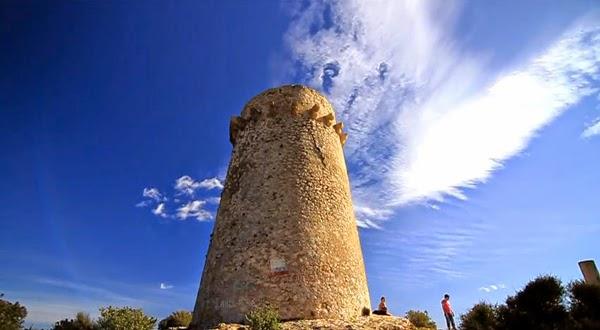 Schittrende uitzicht bij de uitkijktoren, Torre de Vigia, in Moraira.