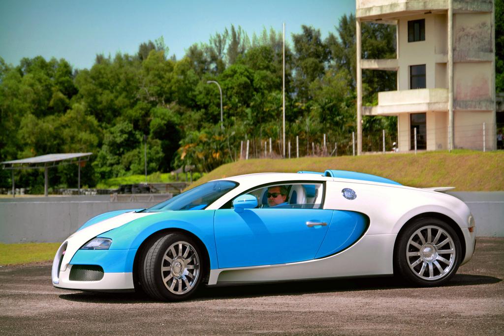 kereta bugatti veyron termahal milik sultan johor. Black Bedroom Furniture Sets. Home Design Ideas