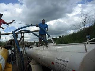 Abastecimento de água através da operação pipa continua na zona urbana de Baraúna