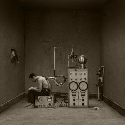 Jennifer B. Hudson fotografia surreal soturna vintage antigo esquecido preto e branco photoshop
