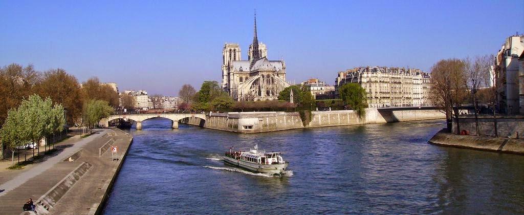 paseo en barco rio sena paris