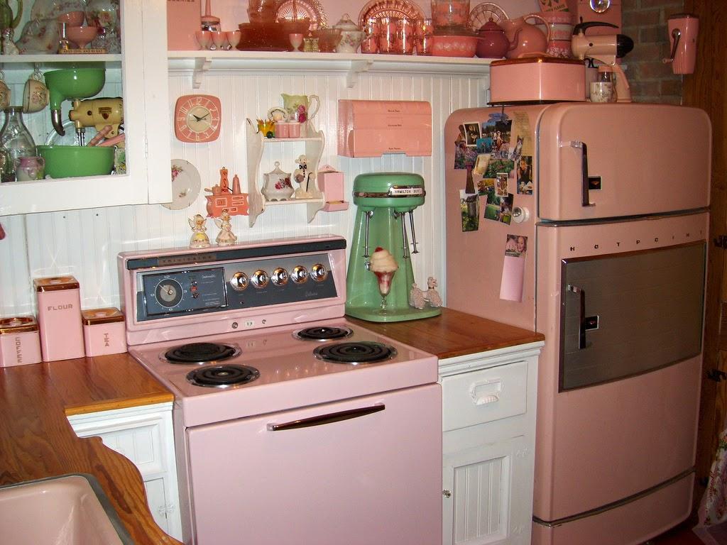 As cozinhas tinham uma estranha combinação bicolor como por exemplo  #965635 1024 768