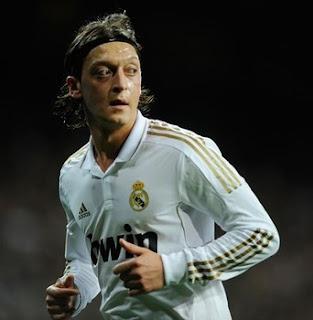 El `mago de Öz´ hechiza y mantiene líder al Madrid