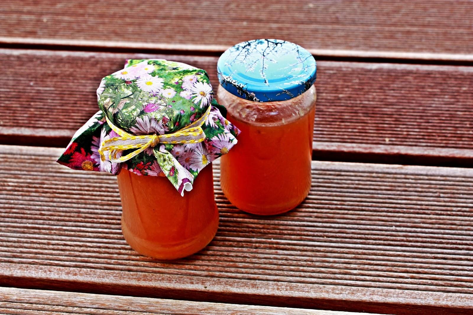 Selbstgemachte Pfirsich Marmelade mit Holunderblütensirup