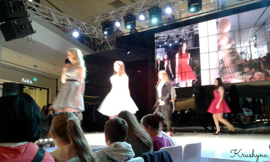 Lublin, fashion show, jesienny pokaz mody, jesienno zimowa kolekcja 2015/2016, wybieg, modelki, telebim, Top Model, Lublin, lubelskie, pokaz mody