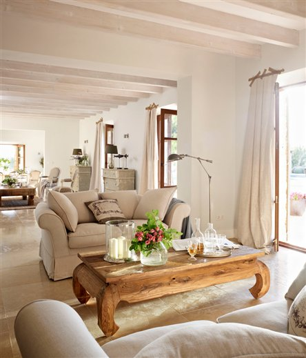 New home interior design country house in spain for Amenager un grand salon