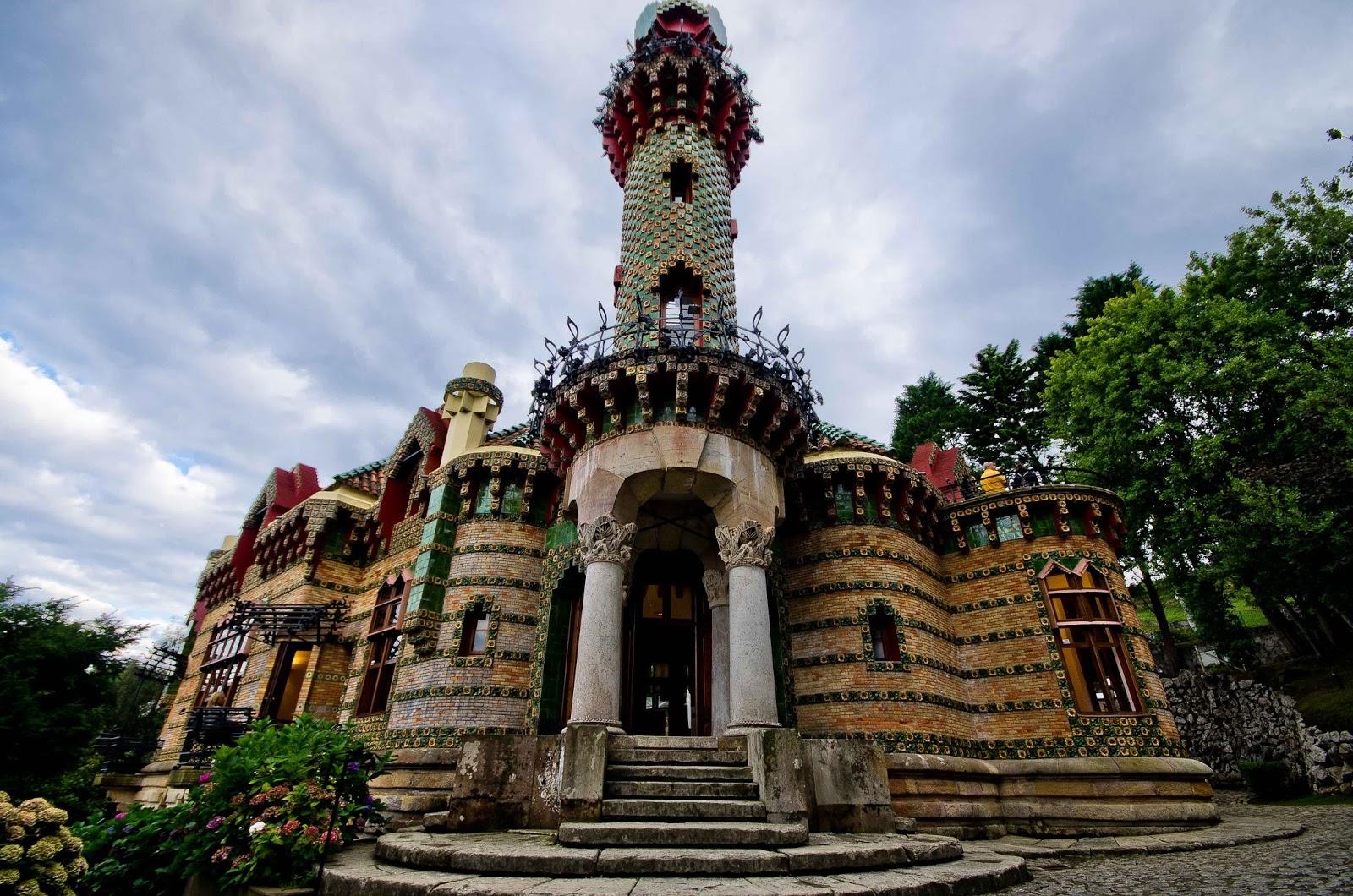 El capricho de Gaudí en Comillas (Cantabria)  FOTOGRAFÍA JOSÉ BONILLA.