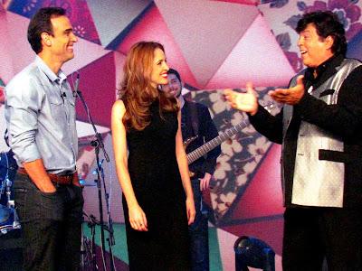 Tadeu Schmidt e Poliana Abritta recebem Sidney Magal Crédito: Globo/Celso Lobo