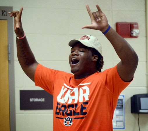 Auburn receives 2015 commitment from DT prospect Jauntavius Johnson.
