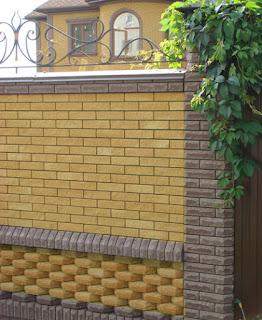 Кирпичный забор с ковкой. Фото 29