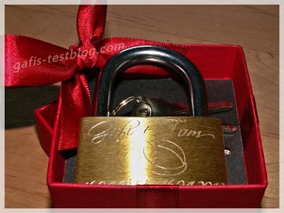 Liebesschloss in Geschenkverpackung