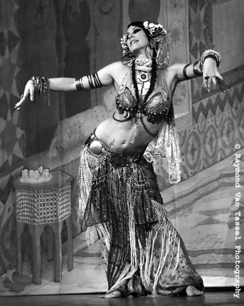 Saneens: How To approach Belly dance persian performing ...