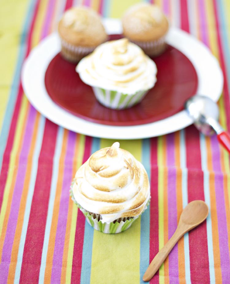 Cupcakes baked Alaska