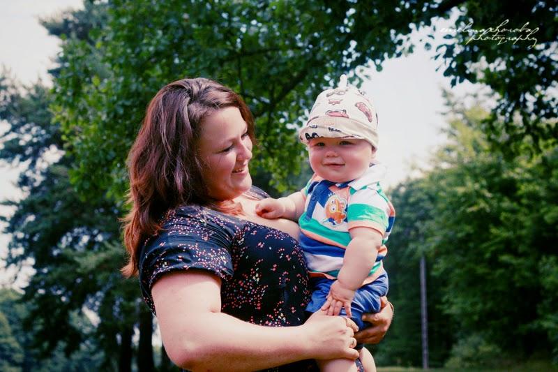 fotografia Ewelina Choroba, kobieta, mama z dzieckiem, dziecko, uśmiech, szczęśliwa mama