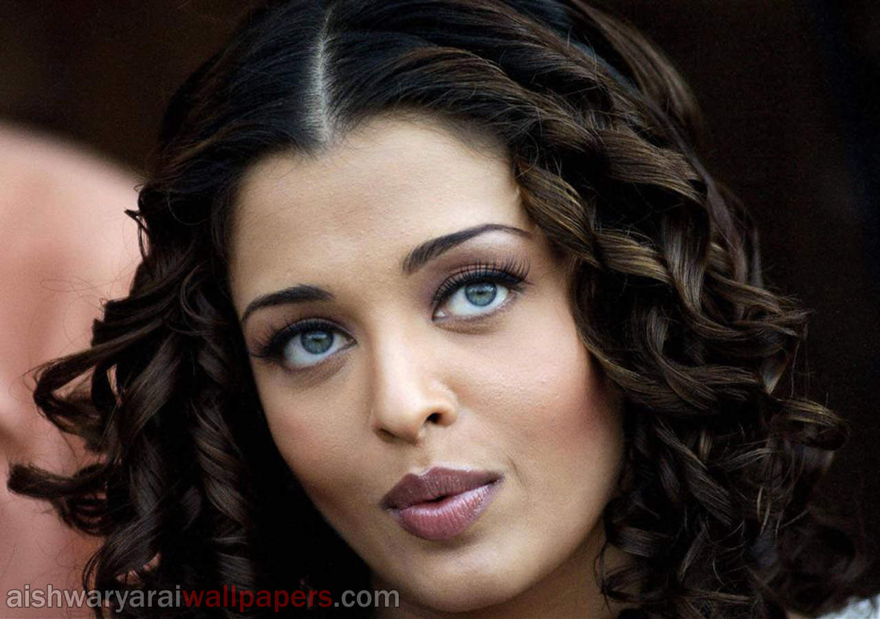 http://1.bp.blogspot.com/-VJr5g4lXNkE/UKZp9gPdIgI/AAAAAAAACQs/jxTxjH7Qj-c/s1600/aishwarya+rai+beautiful+hot+and+sexy+wallpapers+and+photos+(117).jpg