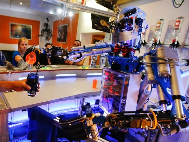 Kerennya Robot Bartender Carl