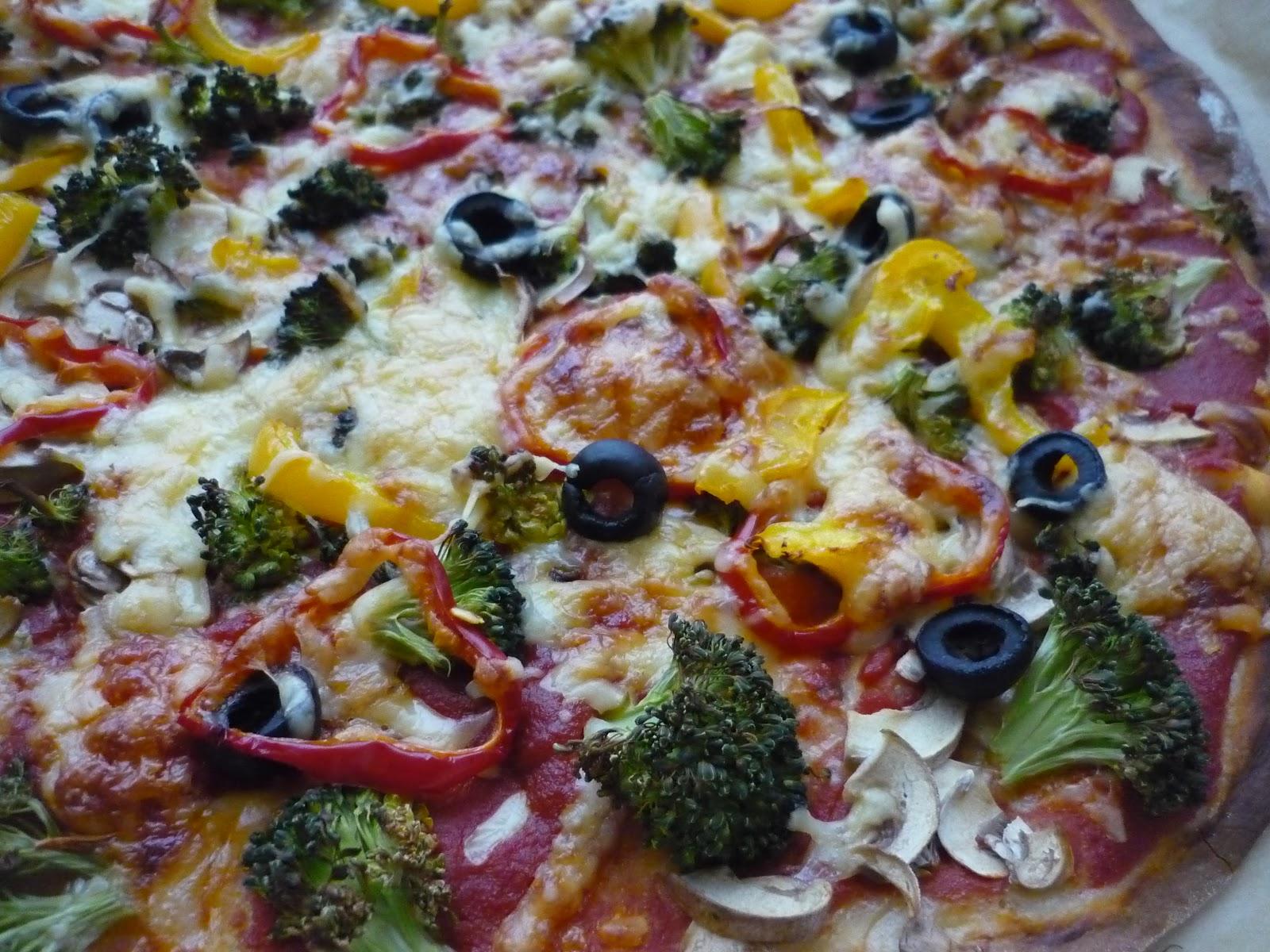 Peynirli ve brokolili pizza tarifi