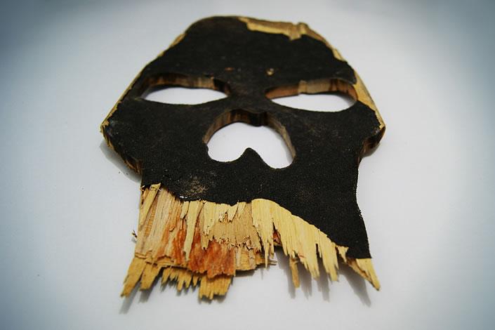 Calavera o craneo hecho con madera reciclada