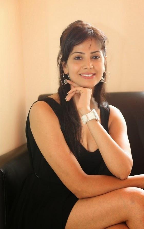 Supriya Shailaja elegant pose in Beautiful Black Gown Sizzling Photoshoot
