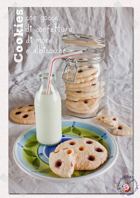 biscotti con gocce di confettura di more e albicocche