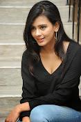 Hebah Patel glam pics in black top-thumbnail-17