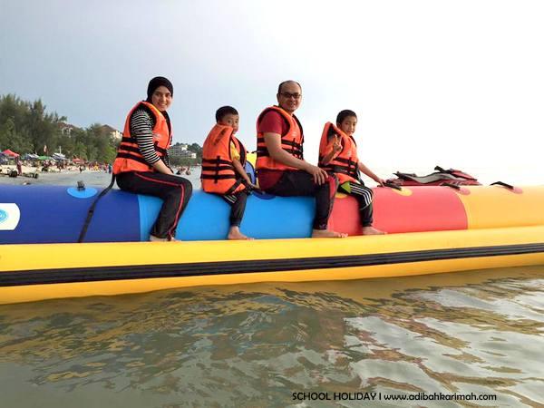 kami sekeluarga seronok naik banana boat di telok kemang port dickson