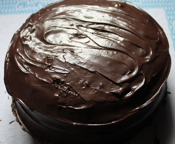 How to Frost a Cake / How to Ice a Cake / Frosting & Icing Tips / How to Frost a Cake with Ganache