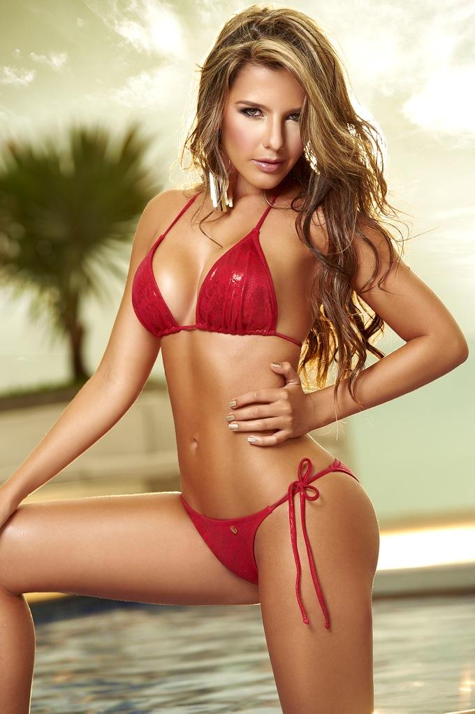 Una chica desnuda se masturba en la playa - 3 part 5