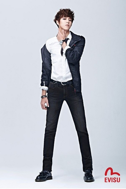 Lee Hyun Woo EVISU 2012 Fall Collection - sinopsis drama korea