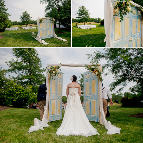 Casando sem regras casamento ao ar livre por onde entrar for Wedding door decorating ideas