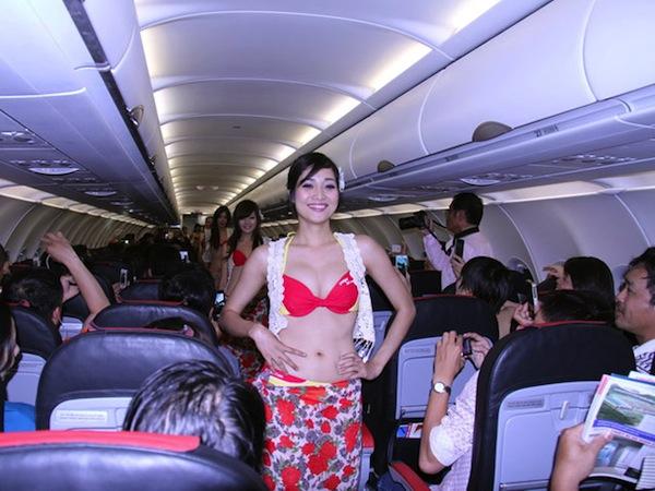 Foto Hot Pramugari, Bugil Di Pesawat