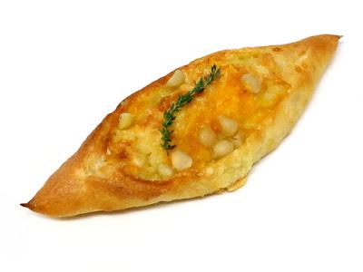 2種のチーズとマカダミアナッツのバトン | LE PAIN de Joël Robuchon(ル パン ドゥ ジョエル・ロブション)