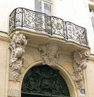 Balcon de l'hôtel de Chenizot 51 rue Saint-Louis-en-l'Ile à Paris