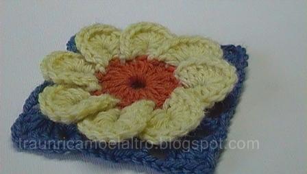 Uncinetto crochet piastrella granny con fiore petali youtube